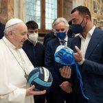 Pro Recco: il Presidente Felugo incontra il Papa, calottina e pallone in dono